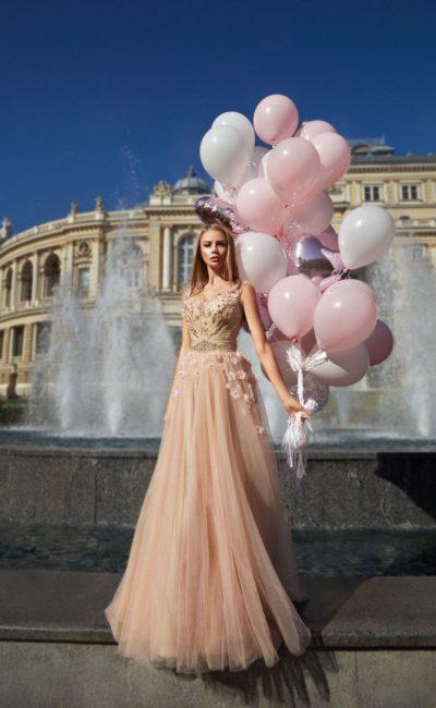 Платье вечернее персикового цвета