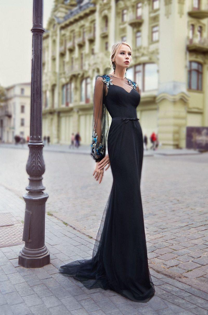 Элегантное платье в пол со шлейфом