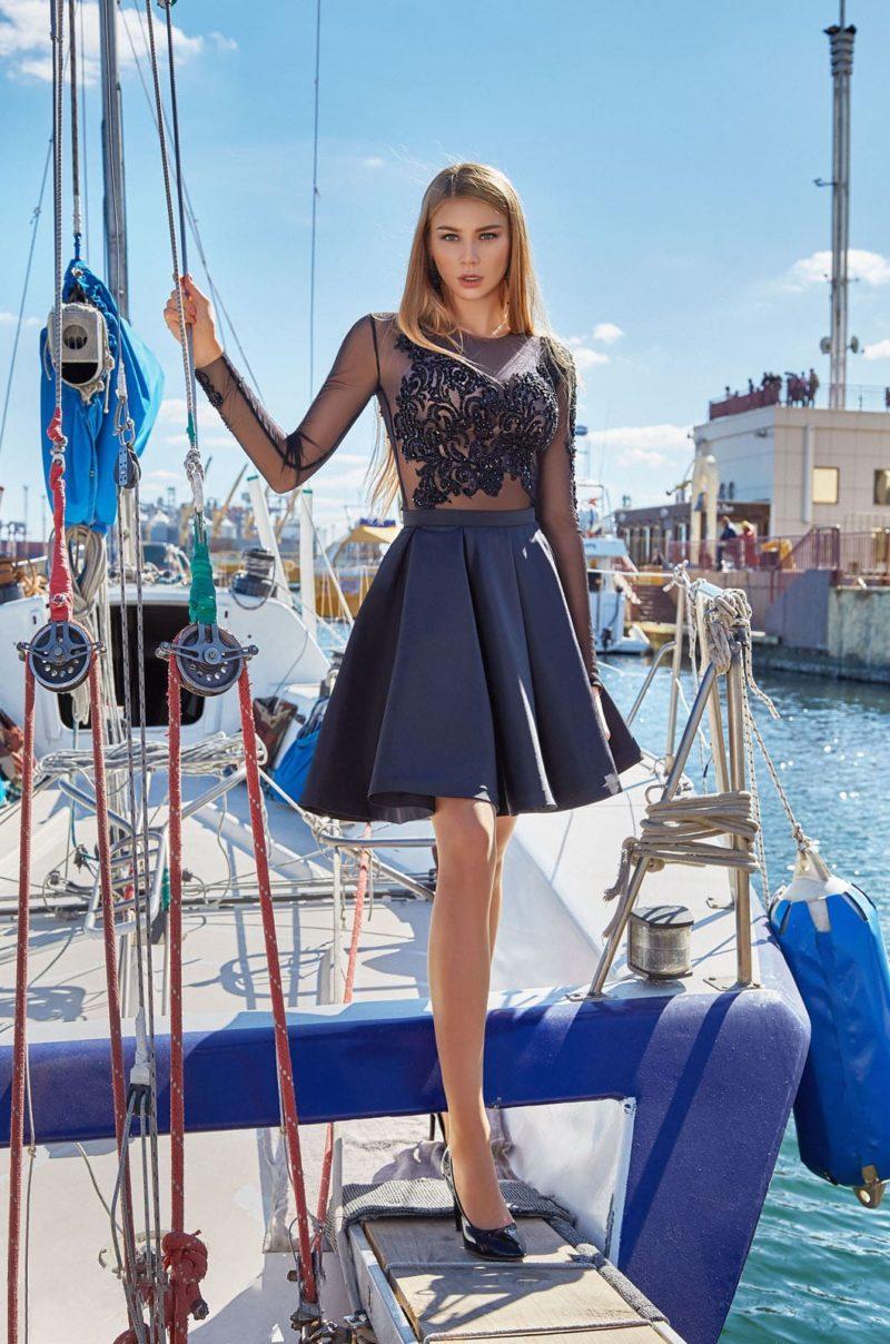 Укороченное вечернее платье А-силуэта с пышной юбкой
