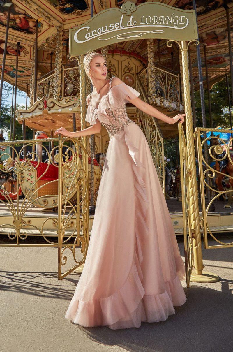Нежно-розовое вечернее платье