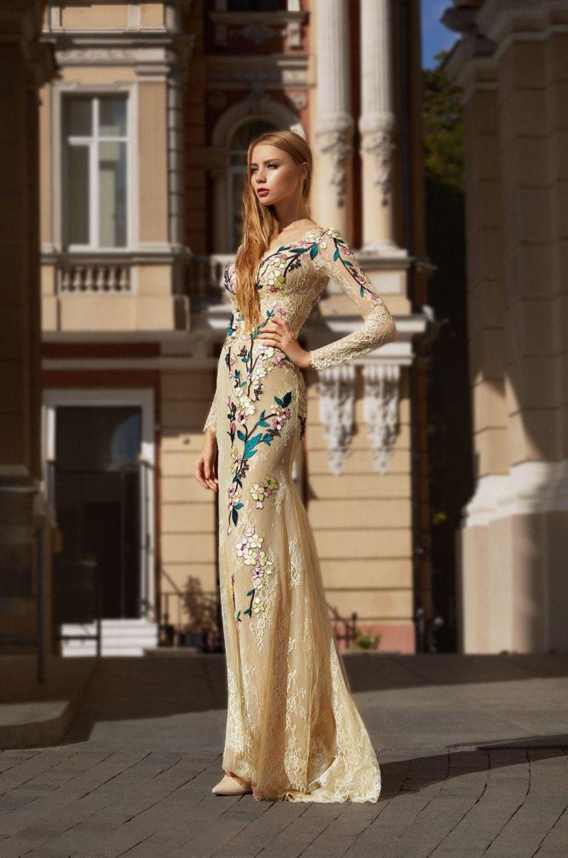 Облегающее длинное платье цвета крем-брюле