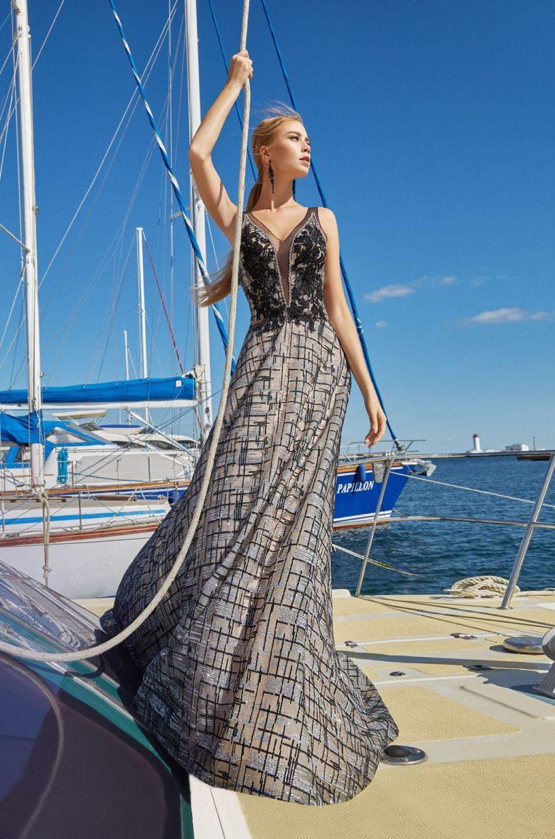 Приталенное платье в пол с летящей юбкой