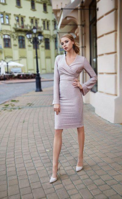 Короткое деловое платье