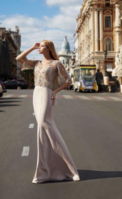Платье светло-бежевое