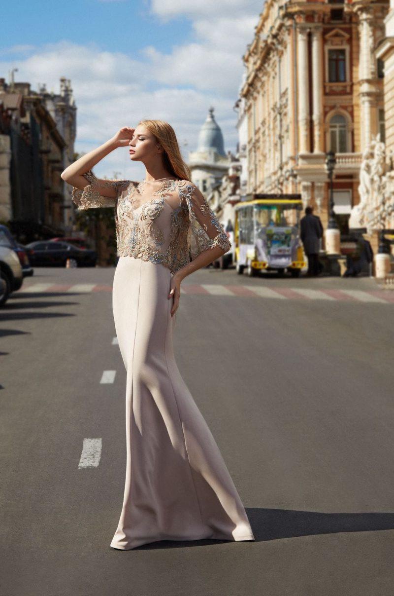 минималистичное платье-бюстье с вырезом в форме сердца