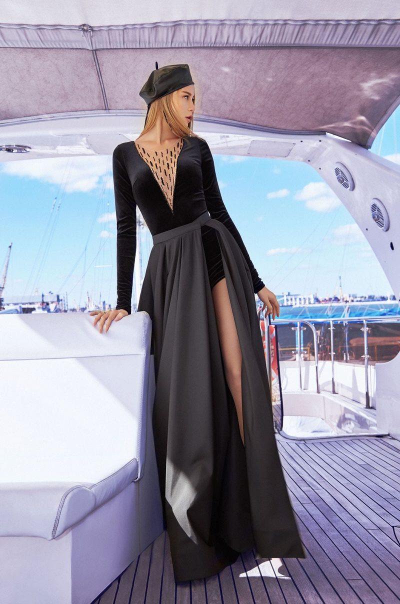 дерзкое длинное платье черного цвета