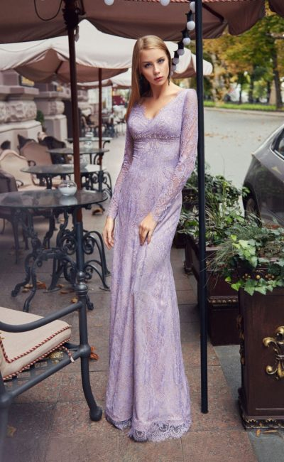 Сиреневое платье с длинным рукавом