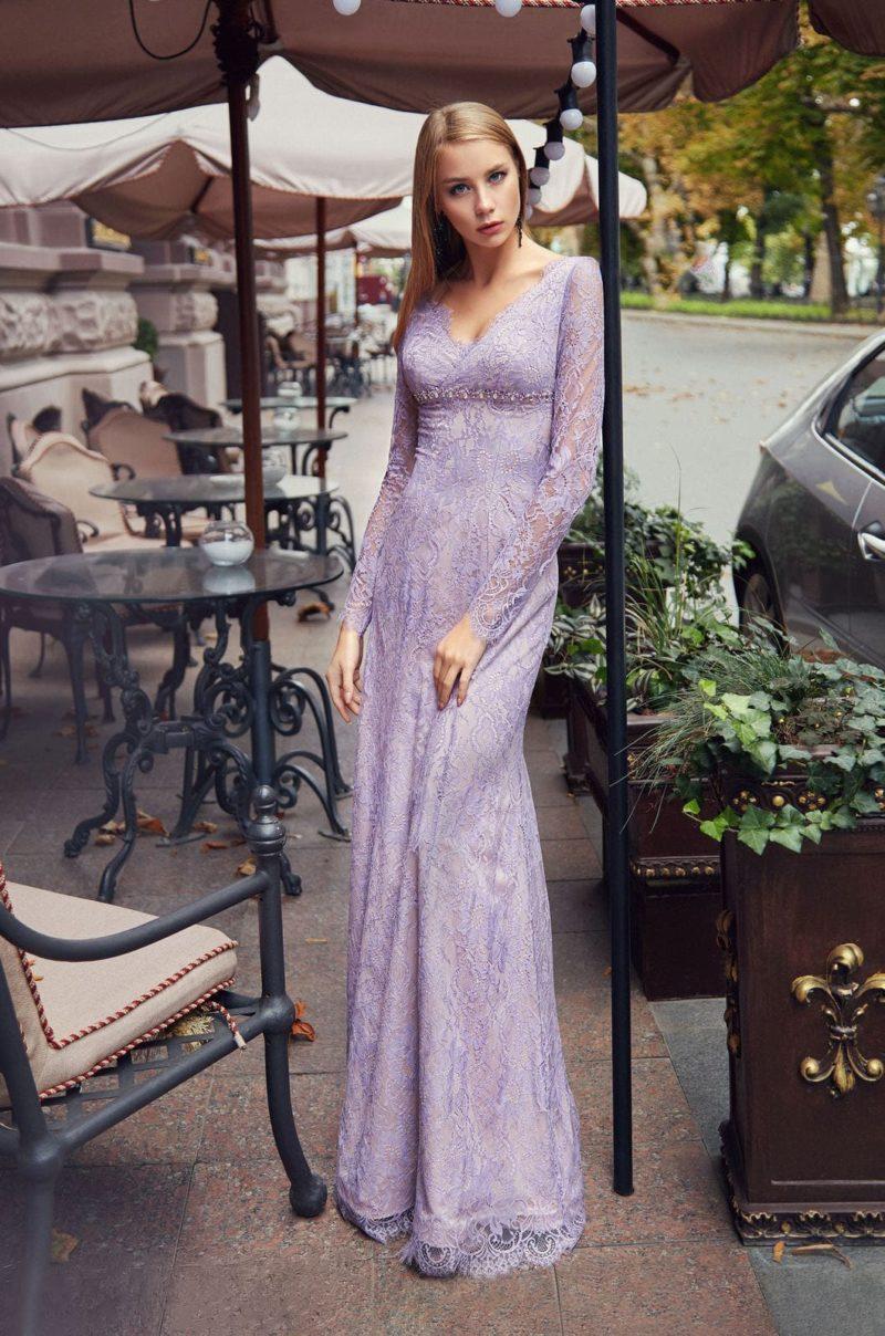 Длинное вечернее приталенное платье с прямой юбкой в пол