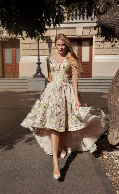 Платье спереди короткое сзади длинное