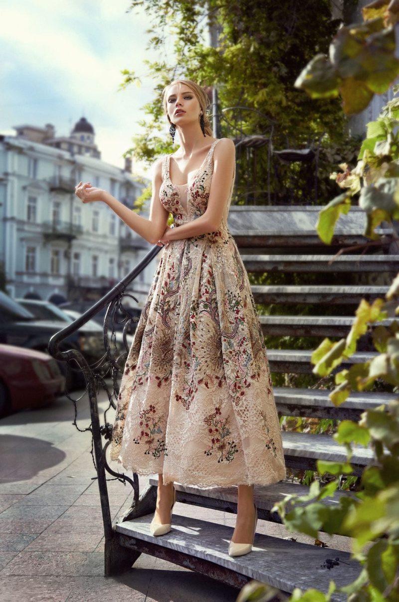 Платье А-силуэта с лаконичным кроем