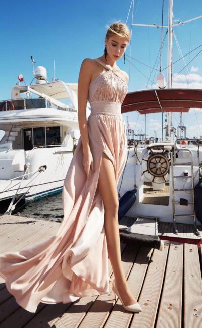 Платье с бретелями халтер