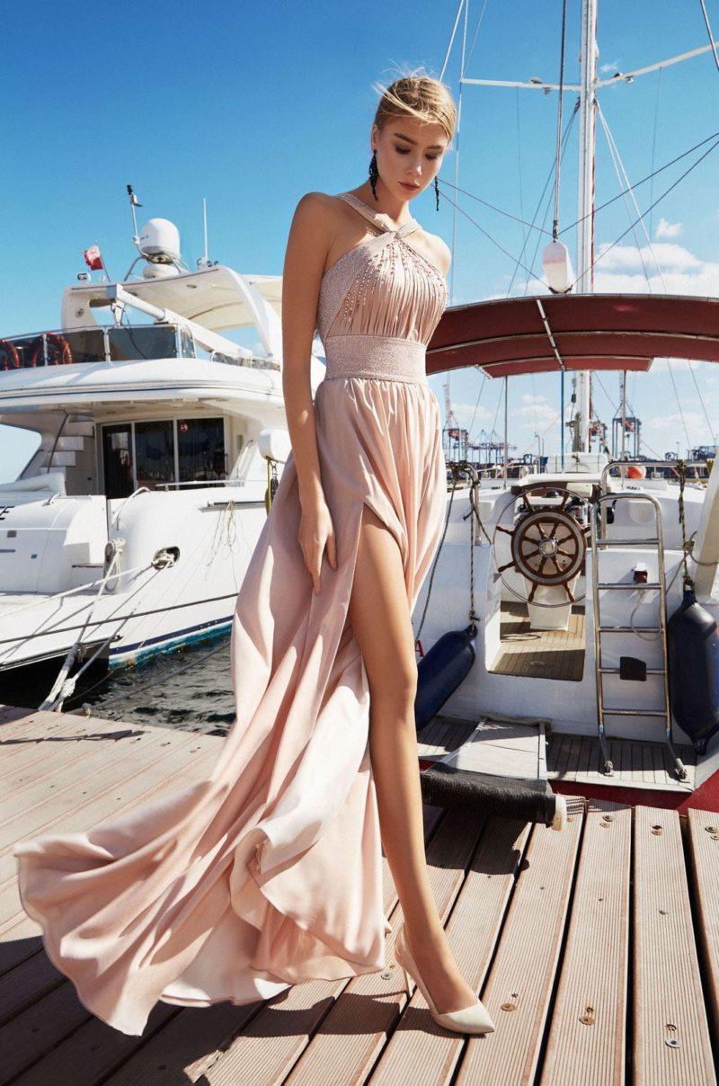 вечернее платье бежево-розового оттенка