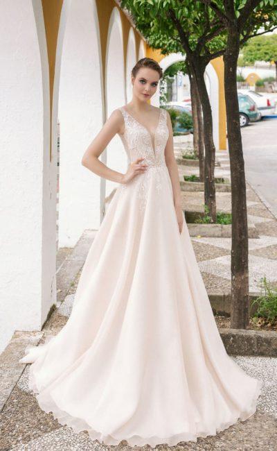 Лаконичное шифоновое платье