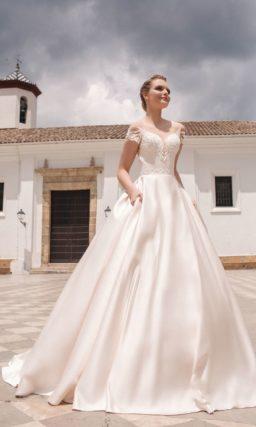Платье А-силуэта с роскошной пышной юбкой