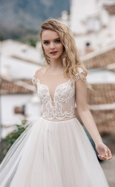 Утонченное платье с открытой спиной