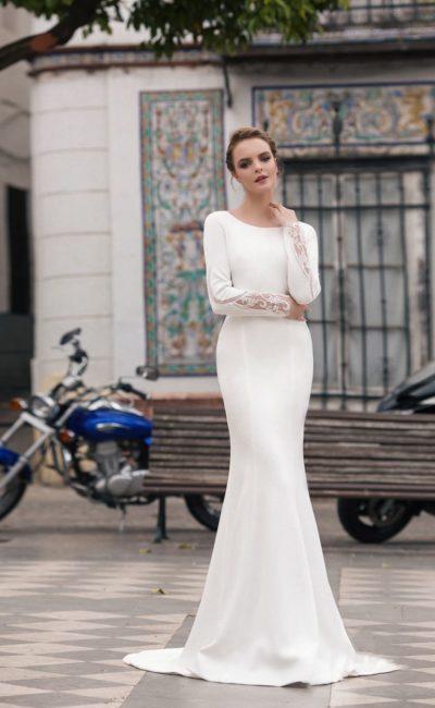 Закрытое платье в стиле минимализм