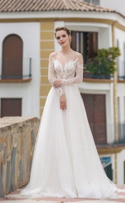 Платье из кружева, охватывающего лиф с вырезом в форме сердца