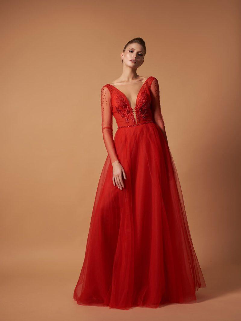Длинное вечернее платье  в ярко-красном цвете
