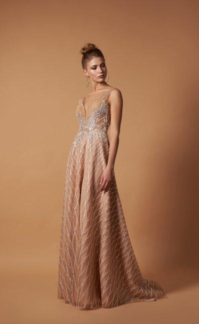 Женственное вечернее платье небольшим шлейфом