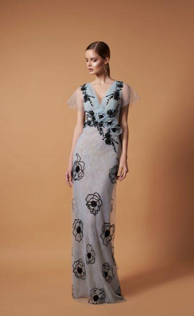 вечернее платье прямого кроя нежного пепельно-голубого оттенка