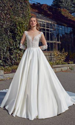 свадебное платье из гладкого благородного атласа и витиеватого кружева