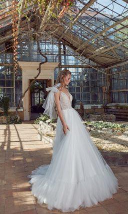 свадебное платье с расколотым лифом