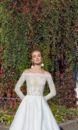 Сдержанное и элегантное платье А-силуэта
