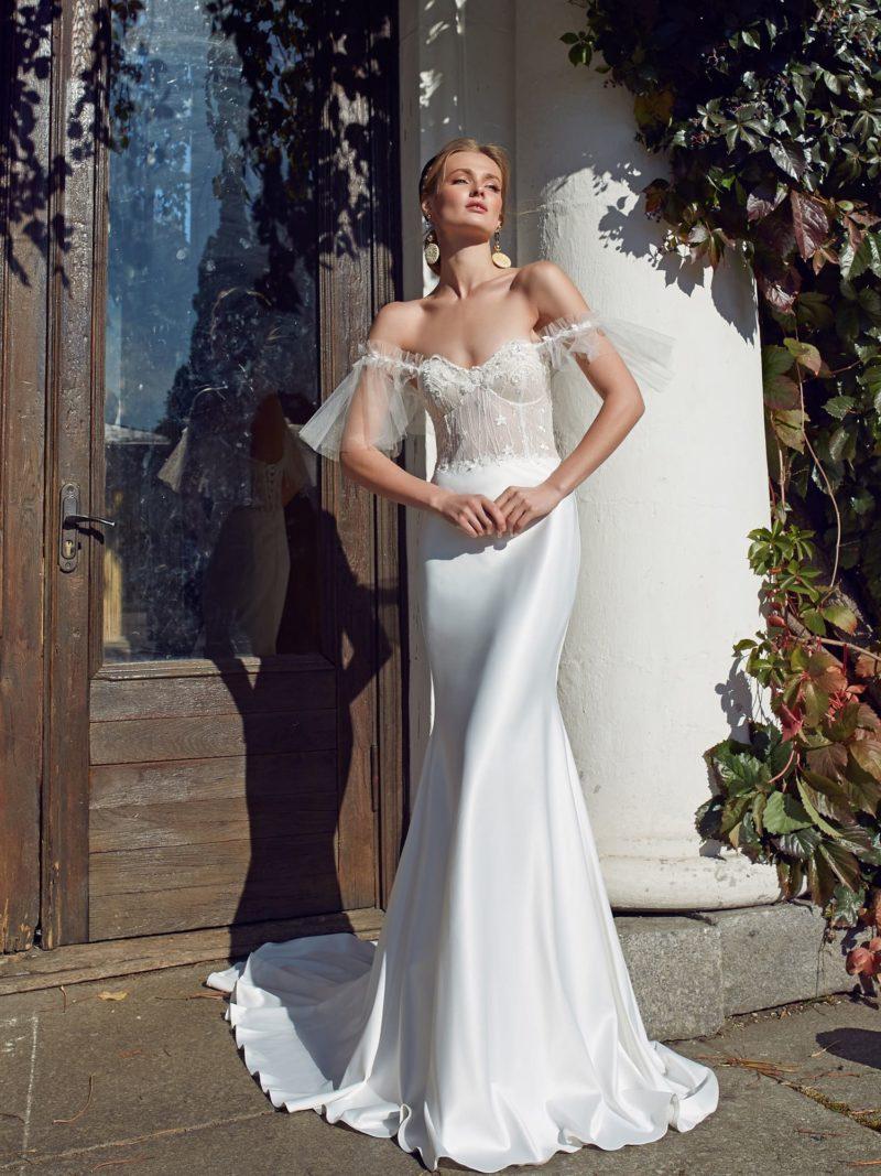 Атласное платье силуэта «русалка»