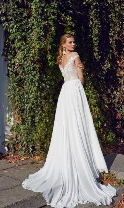 струящееся свадебное платье с ажурными цветочными аппликациями