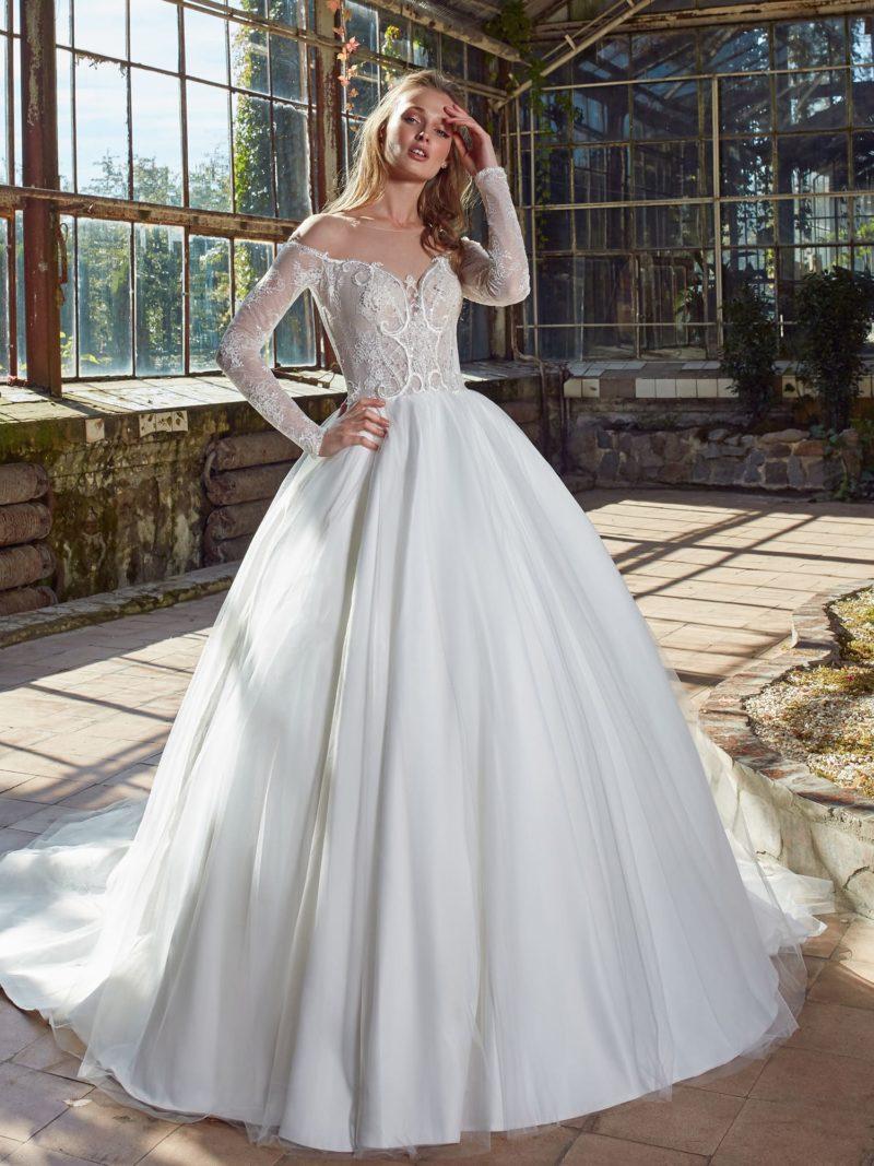 свадебное платье с роскошным лифом и богатым декором