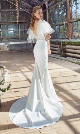Платье русалка с воланами на плечах