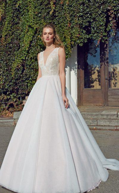 Лаконичное платье без лишних деталей
