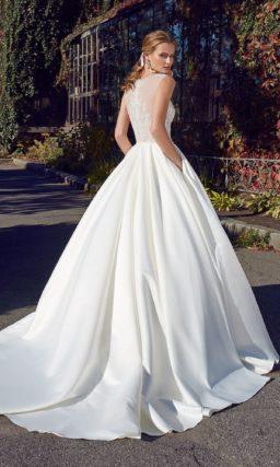 Платье:  Женственный А-силуэт, закрытый лиф с полукруглым вырезом