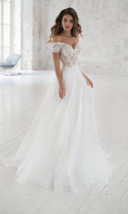 Свадебное платье с воздушной юбкой из фатина
