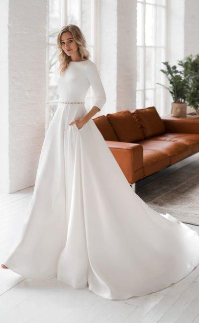 Трендовое свадебное платье из белоснежного атласа