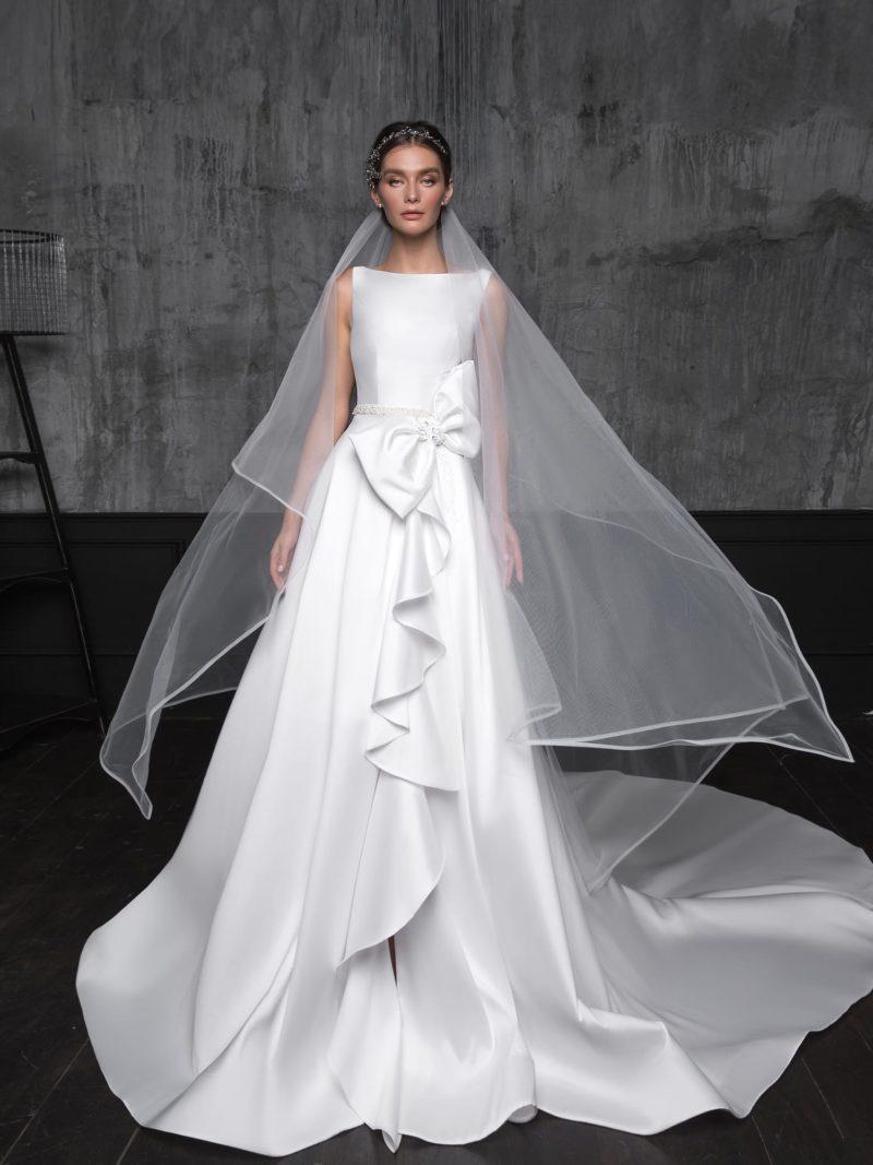 Атласное свадебное платье-трансформер А-силуэта