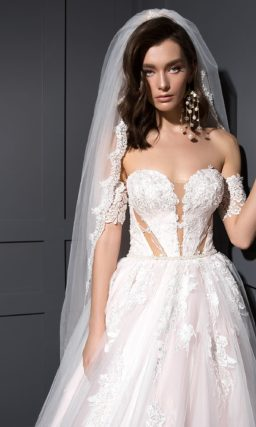 Пышное свадебное платье оттенка пудры