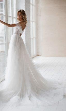 Воздушное платье с пышной многослойной юбкой