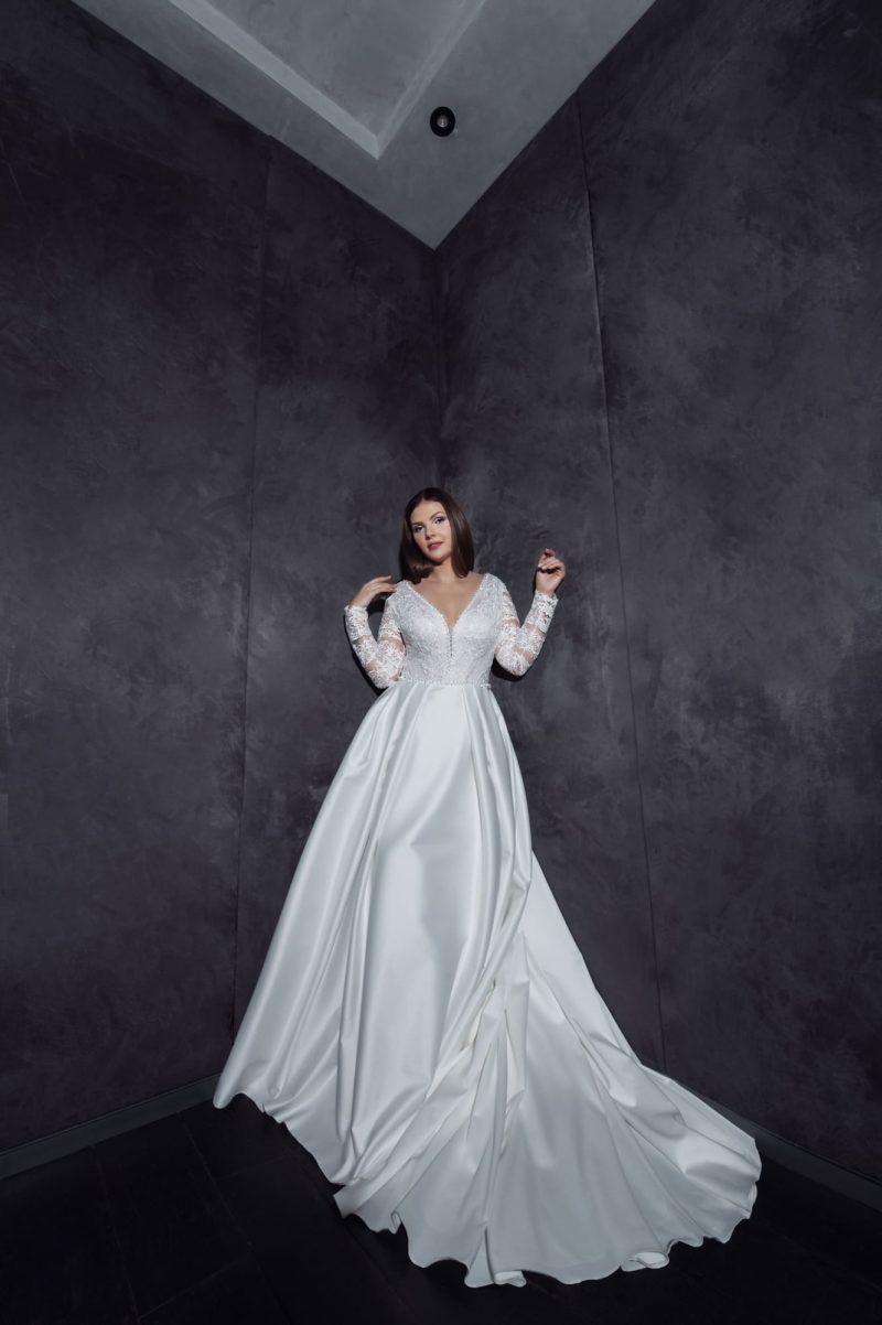 Свадебное платье с рукавами большого размера