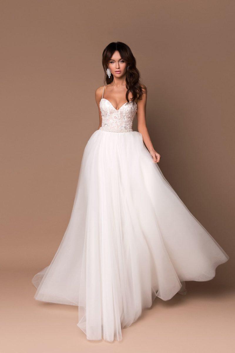 Летнее открытое свадебное платье А-силуэта