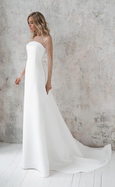 Элегантное свадебное платье из атласа