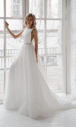 Легкое свадебное платье с многослойной трапециевидной юбкой
