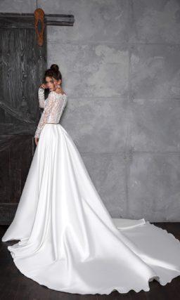 Кружевное платье с атласной юбкой