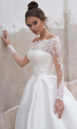Атласное платье в стиле минимализм