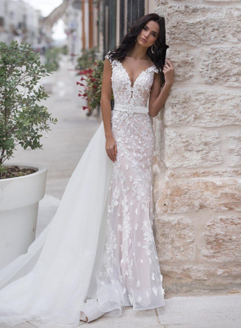 Нежное свадебное платье-русалка с пышной верхней юбкой