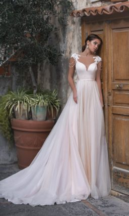 Легкое струящееся платье с пышной шифоновой юбкой