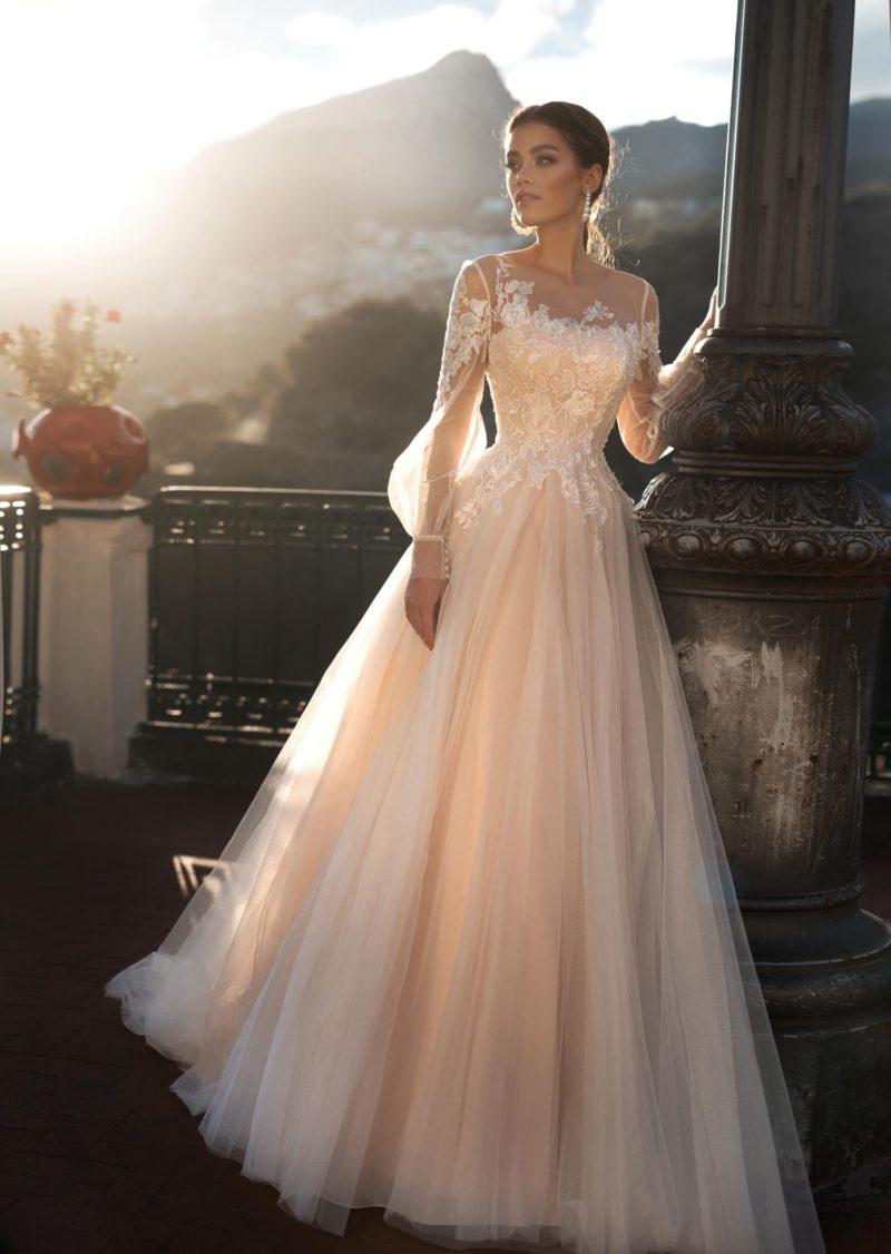 Пышное свадебное платье, в актуальном нежном пудровом оттенке