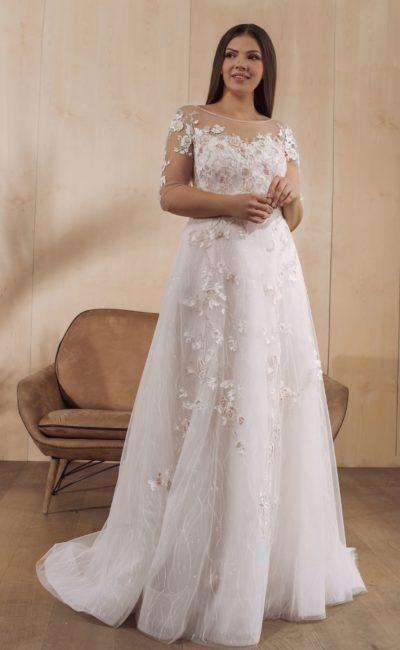 Свадебное платье в светлом оттенке айвори с вышивкой