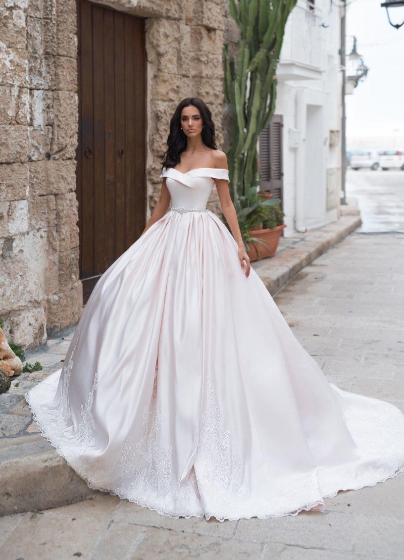 Королевское свадебное платье из атласа
