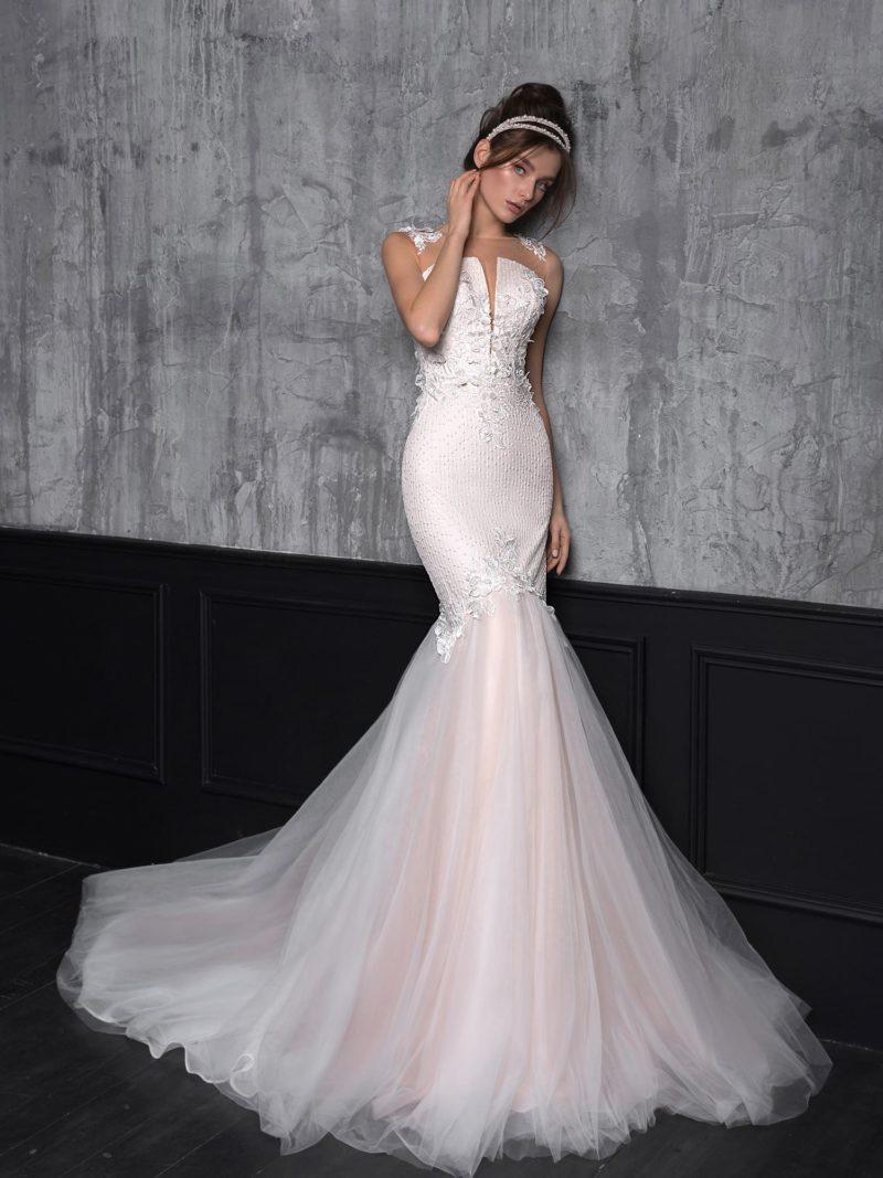 Изящное свадебное платье силуэта «русалка»
